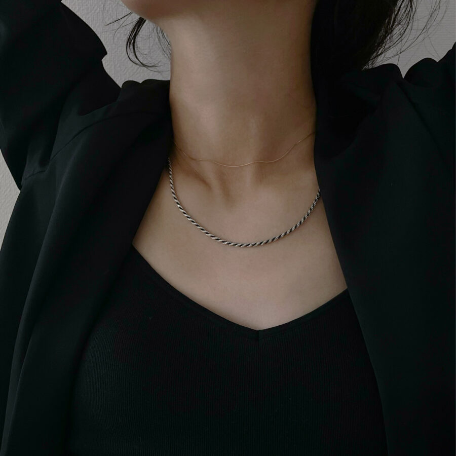 B necklace 02